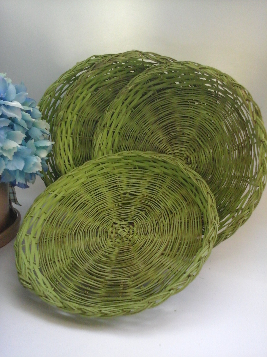 four green dyed wicker paper plate holders rattan straw. Black Bedroom Furniture Sets. Home Design Ideas