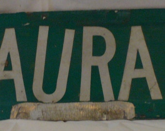 Laura Dr Street sign