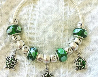Turtle Charm Lampwork Glass Beads Hearts Silver Plated Bangle 7.5 Inches