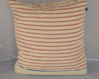 Decorative hand woven cushion white Boucle yarn and lachsfarbiger silk