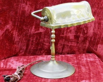 Vintage Working Brass Desk Lamp with Scalloped Front Light Cover                00331