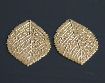 P1-687-G] Leaf / 24 x 36mm / Gold plated / Pressed Pendant / 4 pieces