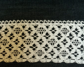 White Straight and Scalloped Edge Vintage Crochet Cotton Lace