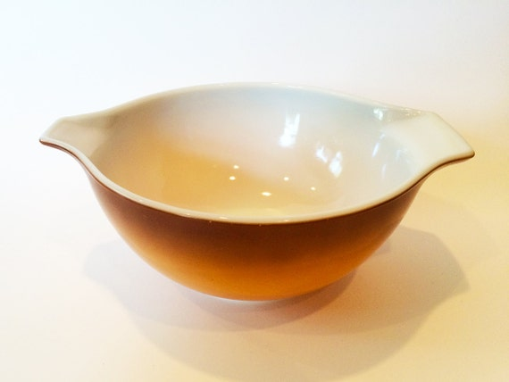 Vintage Pyrex Bowl Brown To Gold Two Tone 1 1 2 Quart