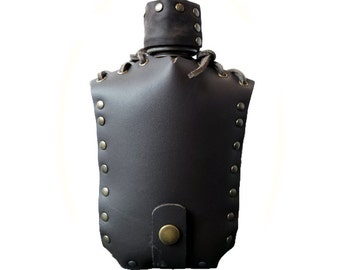 Medieval gourde, leather case with strap