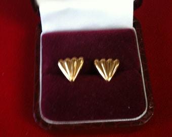 18 K Yellow Gold Beautiful Design Earrings. 1.6 gm.