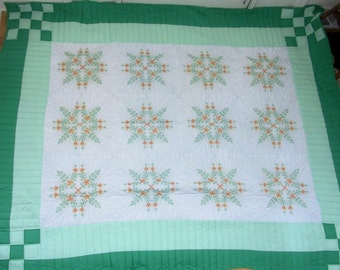 Vintage Heirloom Quilt in Pristine Condition