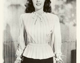 Original Vintage 1940s Elizabeth Taylor Young and Pretty Hollywood Publicity Photo 8x10