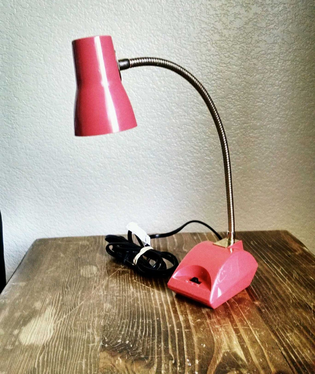 retro coral colored desk lamp by theknickary on etsy. Black Bedroom Furniture Sets. Home Design Ideas