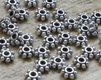 100 perles intercalaire forme daisy de couleur platinum dimensions 4 x 4x 1.50mm