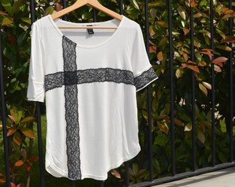 T-shirt in stretch cotton with lace applications.