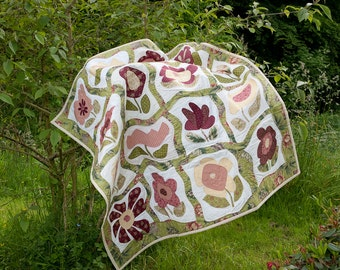 Gone with the wind, reshaped applied flowers, quilt, patchwork reshaped by the storm swirled classic blocks, different time