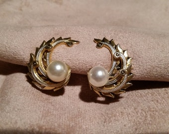 Vintage Gold tone & Pearl  Clip-On Earring