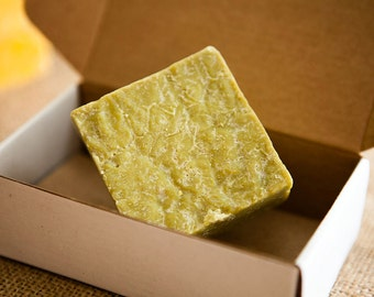 natural daphne, laurel and olive oil soap bar