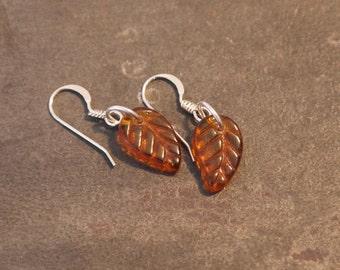 Simple and minimalist amber-tone leaf earrings
