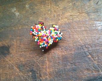 Sprinkle 8bit heart brooch/pin
