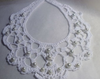 Victoria Crocheted necklace with pearls