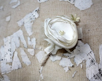 Ivory grooms flower, Ivory boutonniere, boutineer, Ivory wedding flower, pin on fabric flower, groomsmen