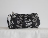 Pleated Wristlet Zipper Pouch // Clutch - Growing Vines in Noir