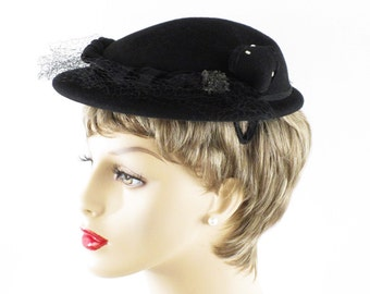 Vintage 1950s Hat Black Felt w/ Beading and Netting Sz 19