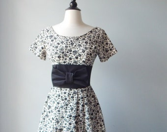 Sale 1950s Vintage Dress - Lovely Black and Ivory Dress