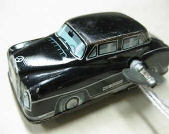 Vintage Tin Litho Japan MB2505 Mercedes Benz Car Wind Up Toy w Key TLC overwound
