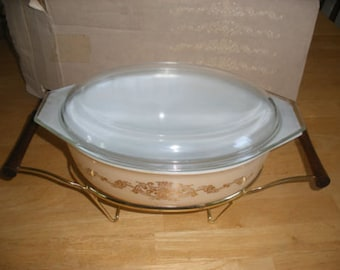 Pyrex Golden Rose Promotional 2.5 QT Casserole Dish w/ Candle Warmers and Box
