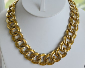 "Pretty Vintage Bold Link Gold tone Chain Link Necklace  17-1/2"" (K15)"