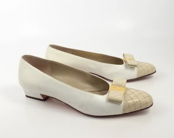 Ferragamo Bow Heels Vintage 1980s Shoes Flats Cream White Leather Detail size 8 AA