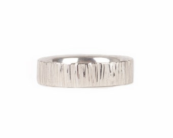 silver ring with transverse grooves