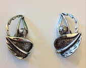 Vintage Sarah Coventry Windsong silver tone metal clip on earrings