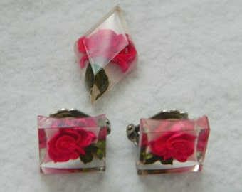 Vintage Set Clear Lucite with Buried Red Roses and Leaves Pendant Clip Earrings
