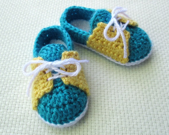 Crochet Baby Shoe Pattern: Little Sneakers