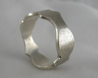 RING, STERLING, TEXTURED Sterling Silver Ring, Scalloped Deep Edging with a Satin Finish,8 mm Wide Size 9. Weight is 3.2 dwt