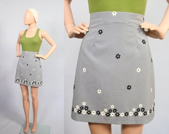 Vintage 90s Mod Mini Skirt /  1990s Floral Revival / Flower Power Go-Go Skirt / 60s Twiggy / Courtney Love Grunge / Small / Medium