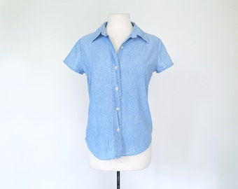 CHAMBRAY // light blue chambray short sleeve 90s Gap shirt