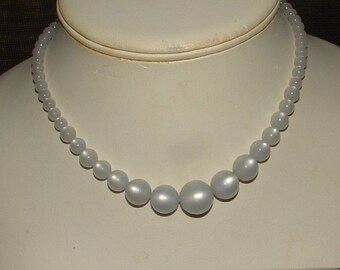 MOONGLOW SILVER BLUE grey color- graduated gorgeous- full strand vintage 1950s
