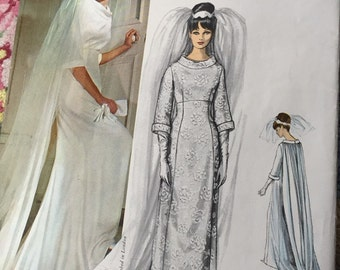 Vogue Wedding dress vintage pattern Vogue couturier Cavanaugh size 12 wedding gown pattern