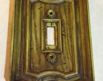 Vtg Early American Colonial Green Faux Wood Decor Switch Plate