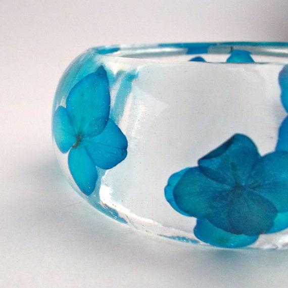Blue Hydrangea Resin Bangle Bracelet - Hydrangea Cuff  -  Pressed Flower Bracelet. Custom Engraving. Personalized Jewelry. Bridesmaid Gifts