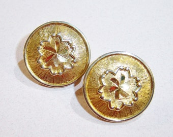vintage small round gold tone clip on earrings with raised flower in center 14IN