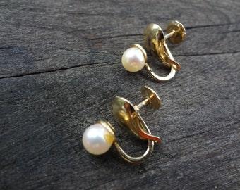 Vintage Coro Pearl Screw Back Earrings