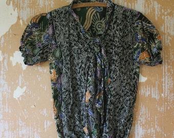 vintage.  70s Indonesian Batik Short Sleeve Blouse Top  // Boho // S to M