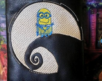 Minion in the moon pipe pouch