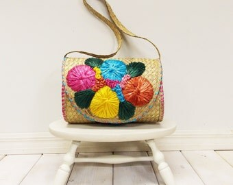 Vintage Straw and Raffia Purse with Colorful Flowers--- Vintage Mid Century 60's  70's