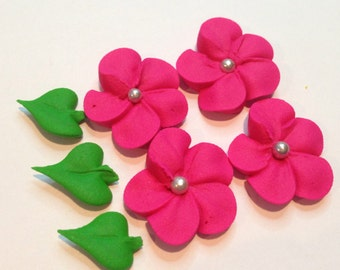 Sugar flowers, Lot of 100 royal icing flowers cupcake topper and 50+ leaves