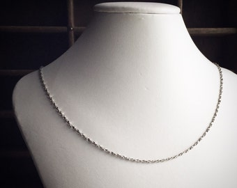 Vintage Twisted Chain Necklace / Simple