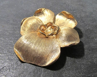 Gold PANSY Pin VINTAGE Gold Tone Pansy Flower Brooch Pin Vintage Ready to Wear Flower Brooch (A222)