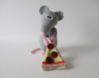 Pepperoni the Rat toy knitting patterns