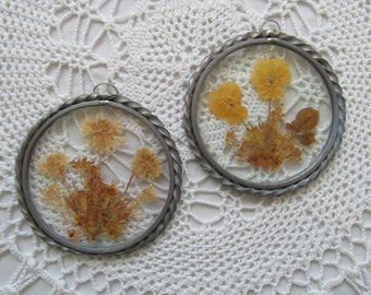 Vintage Lasting Impressions Sun Catchers Set of 2 Pressed Wild Flowers Beveled Glass Window Display Twisted Pewter Frame Round